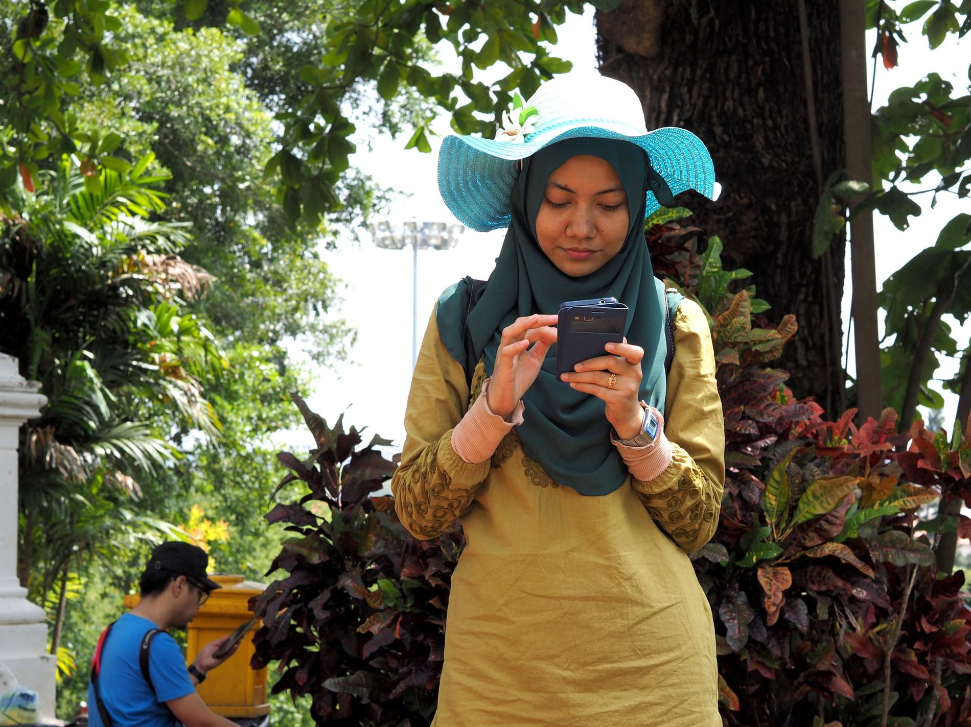 Hypnotisé par son smartphone en Indonésie